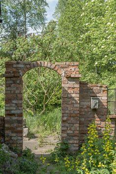 Precious Tips for Outdoor Gardens - Modern Brick Archway, Garden Archway, Garden Gates, Back Gardens, Outdoor Gardens, Fence Gate Design, Outdoor Stone, Outside Patio, Garden Cottage