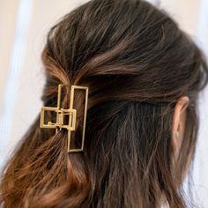 Clip Hairstyles, Low Maintenance Hair, Fashion Eye Glasses, Metal Hair Clips, Claw Clip, Hair Claw, Soft Hair, Pearl Hair, Girls Hair Accessories