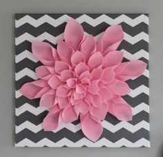 all things DIY: Chevron Flower Canvas Art Alle Dinge DIY: Chevron Flower Leinwand Kunst 3d Canvas Art, Flower Canvas Art, Cute Canvas, Diy Canvas, Wall Canvas, Flower Art, Felt Flowers, Paper Flowers, Diy Flowers