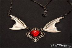 Neu Blutjuwel Fledermausflügel Halskette  Flügel Cabochon