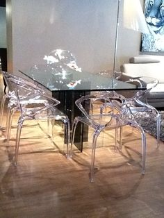 Diapo Table and Ava Chairs, Roche Bobois
