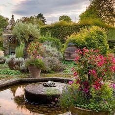 На изображении может находиться: растение, дерево, небо, на улице, природа и вода Garden Bridge, Organic Gardening, Bloom, England, Cottage, Outdoor Structures, Tours, Water, Prince Charles