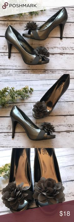 Silver & Gray Flower Accent Heals Great used condition, minor scuffing shown in photos. Shoes Heels