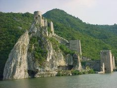 At the entrance into the gorge there is the medieval town of Golubac and Babakaj rock. It is said that the Turks kidnapped a girl Golubana and took her to a harem. The girl couldn't accept the harsh fate of being a harem beauty so the Turks tied her on Babakaj rock where she eventually passed away. A town on its steep slope was named Golubac in her honor.