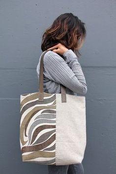 Handmade Vintage Mid-Century and Irish Linen Tote Bag – The River Flow Tote Bag Handgemachte Vintage Mid-Century und irische Leinen Einkaufstasche – The River Flow Tote Bag Sacs Tote Bags, Diy Tote Bag, Canvas Tote Bags, Sling Bags, Diy Bags, Linen Bag, Denim Bag, Fabric Bags, Handmade Bags