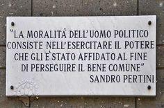 Un diritto di parola acquisito con l'onestà. Magari avessimo ancora personaggi simili.  #sandropertini, #moralità, #onestà, #libertà, #repubblica, #stato, #benecomune, #italia, #italiano,