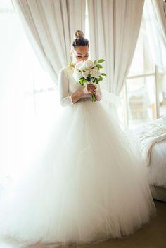 Hoy comparto con vosotros los regalos de mis amigas, de mi madre , los detalles mas íntimos de mi look de novia y todo lo mágico que ocurrió en mi habitación justo antes de salir del brazo de mi padre hacia el altar.... http://www.myshowroomblog.es/fashion/our-wedding-my-dress/
