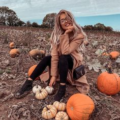 last week & I had THE cutest, cosiest little day and of course we vlogged it for you 🧡 it's full… Fall Pictures With Pumpkins, Pumpkin Patch Pictures, Pumpkin Photos, Autumn Pictures, Pumpkin Patch Photography, Pumpkin Farm, Pumpkin Field, Fall Friends, Fall Photos