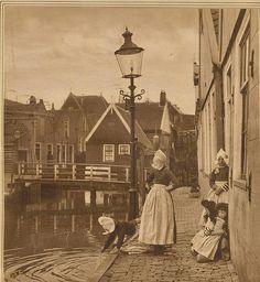 volendam grachtje 1924 #NoordHolland #Volendam