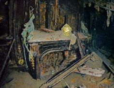 National Geographic photo gallery from the Titanic. Sailing in Luxury A gilded clock rests intact on an electric fireplace in the eleg. Rms Titanic, Titanic Wreck, Titanic Photos, Titanic Sinking, Titanic History, Titanic Movie, Ancient History, Titanic Boat, Belfast