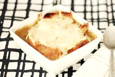 vegan French Onion Soup au Gratin Vegan French Onion Soup, Everyday Food, Vegan Dishes, Cheesecake, Ethnic Recipes, Desserts, Gratin, Kitchens, Tailgate Desserts
