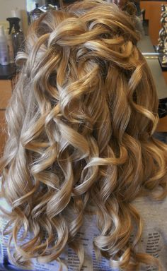 Big Curls by tara Big Curls, Pretty Hairstyles, Dreadlocks, Long Hair Styles, Beauty, Products, Doodle, Cute Hairstyles, Large Curls