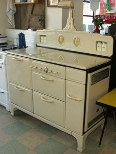 vintage stove - be still my heart!