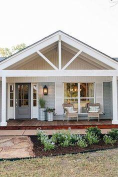 40 Best Farmhouse Front Porch Decor Ideas - The Architecture Home Cottage Plan, Cottage Homes, Cottage Style, Cottage Porch, Front Porch Remodel, Ranch House Remodel, Farmhouse Front Porches, Farmhouse Shutters, Farmhouse Decor