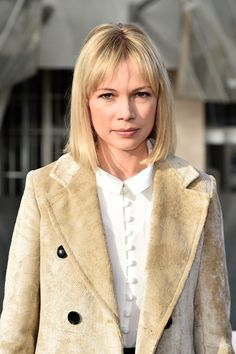 Michelle Williams debuted her new 'lob' (that's a long bob, FYI) at the Louis Vuitton PFW SS16 show
