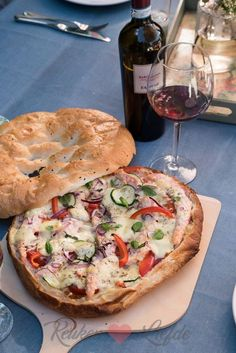 Turkish bread pizza with salmon – Kitchen ♥ Love – Typical Miracle Dutch Recipes, Cooking Recipes, Pizza Recipes, Amish Recipes, Tapas, Feel Good Food, Love Food, Food Inspiration, Risotto