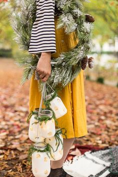 How to Make DIY Hanging Holiday Lanterns #diy #hanginglantern #holiday #christmas #winter