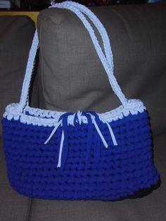 maxi bag realizzata con fettuccia blu e bianca