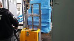 Transport paletowy dla firm realizowany jest przez firmę OCS od 20 lat. Zamówienia firmowe na przesyłki paletowe są dostarczane samochodami na dwie europalety zapewniając w ten sposób mobilność dostaw. Firma może wybrać wygodną dla siebie datę i godzinę przyjazdu pracownika firmy OCS który pobierze przesyłki paletowe. Cennik oraz możliwości firmy OCS - http://ocs.pl/transport-krajowy/przesylki-kurierskie-krajowe-palety/