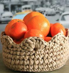 Cesta tejida con trapillo Crotchet Bags, Crochet Tote, Knit Or Crochet, Knitted Bags, Yarn Projects, Crochet Projects, Cotton Cord, Crochet Storage, T Shirt Yarn