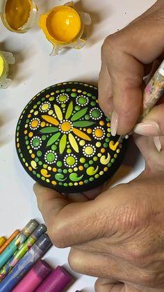 Dot Painting Tools, Stone Art Painting, Rock Painting Patterns, Dot Art Painting, Rock Painting Designs, Mandala Painting, Dot Painting On Rocks, Mandala Painted Rocks, Painted Rocks Craft