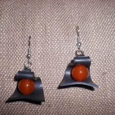 Boucle d'oreille en chambre a air et agate rouge