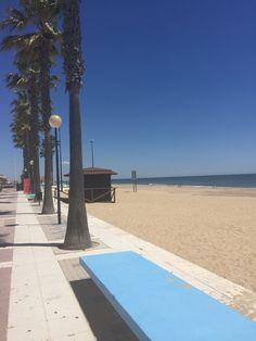 El larguísimo paseo de la playa de Islantilla. The long promenade running parallel to Islantilla beach. #ama #andalucia #andalusia #islantilla #beach