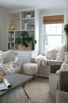The Best String Lights- How to Create Hygge in your Home: Simple Tips for creating a cozy, warm hygge living room for your home. #neutralhomedecor #hygge