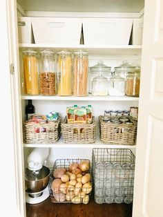 Checkout these awesome kitchen pantry organizers. Over thirty kitchen pantry organizers for all of you neat freaks. Feed your design ideas now. Small Closet Storage, Small Pantry Organization, Kitchen Cabinet Organization, Pantry Storage, Organizing Ideas, Kitchen Storage, Small Pantry Closet, Cabinet Organizers, Pantry Closet Organization
