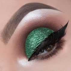 """From the """"Jessica Rabbit"""" cut crease series I created for glitter collection by @lashesbylena. Using the glitter called Filthy Rich on the lid. 💚💚💚 I've been loving the color coordinated theme lately, it's so much fun! It takes more effort for sure but I think it's worth it!  Other products used to create the look: @anastasiabeverlyhills dipbrow in ash brown, @urbandecaycosmetics Gwen Stefani palette for the crease (shades Anaheim, Stark, Zone, Bathwater, Blonde and Punk), @lashesbylena…"""