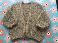 breien en haken in oostende: Bernadette 2 Knitting For Kids, Baby Knitting, Sewing Patterns Free, Knitting Patterns, Make Your Own Clothes, Angora, Sweater Design, Crochet Cardigan, Knit Fashion