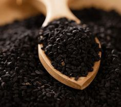 Black Seed Oil Medical Studies On Cancer Nigella sativa, conjointly is also known as black seed or black cumin,a main ingredient in Rain Soul is natural herbal plant, the seeds has been used for t… Cumin Noir, Benefits Of Black Seed, Nigella Sativa Oil, Diabetes, Cancer Treatment, Natural Medicine, Natural Health, Natural Herbs, Natural Oils
