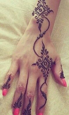 Simple modern mehndi design, great for guests at your Indian wedding Hand Tattoos, Henna Tatoos, Mehndi Tattoo, Henna Tattoo Designs, Henna Mehndi, Mehendi, Beautiful Henna Designs, Simple Mehndi Designs, Mehndi Designs For Hands