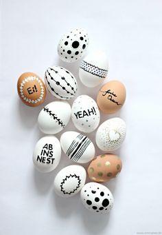 L'idée DIY du jour : des oeufs décorés pour réaliser un centre de table éphémère ! Une activité sympa à réaliser en famille pour Pâques ! #deco #paques #oeuf