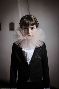 I love her pale face and braided hair style :') Hipster Grunge, Grunge Goth, Pierrot Clown, Street Style Vintage, Kids Fashion Show, Inspiration Mode, Costume Design, Children Photography, Editorial Fashion