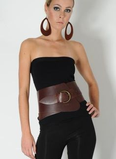 Got an old leather coat I can turn into a belt like this. Leather Corset Belt, Wide Leather Belt, Fashion Belts, Fashion Tips, Fashion Design, Wide Belts For Women, Junior Outfits, Belted Dress, La Mode
