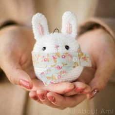 Amigurumi Bunny Ornament - FREE Crochet Pattern / Tutorial