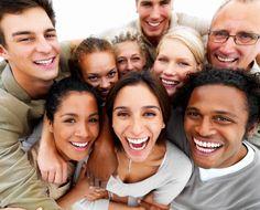 Cu toţii ştim că râsul este una dintre cele mai bune metode prin care putem face faţă stresului, iar cercetările ştiinţifice sprijină această intuiţie. Unele studii merg şi mai departe, comparând e…