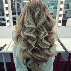 I love these kind of curls that have so much shape and volume. Truly glamorous
