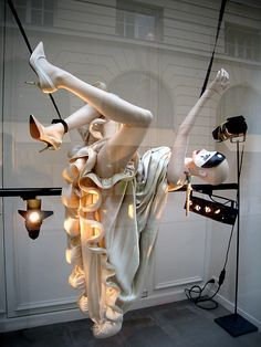 Interesting mannequins in Lanvin windows. © All Rights Reserved Window Display Design, Store Window Displays, Visual Merchandising Displays, Visual Display, Retail Windows, Store Windows, Design Boutique, Vitrine Design, Window Art