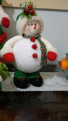 Christmas Items, Christmas Snowman, Rustic Christmas, Christmas Projects, Christmas 2019, Holiday Crafts, Holiday Fun, Holiday Decor, Felt Snowman