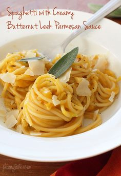 Spaghetti with Creamy Butternut Leek Parmesan Sauce - Something magical happens to pasta when you combine it with a creamy butternut squash puree. Will use spaghetti squash instead of pasta! Think Food, I Love Food, Vegetarian Recipes, Cooking Recipes, Healthy Recipes, Vegetarian Sandwiches, Going Vegetarian, Vegetarian Breakfast, Vegetarian Dinners