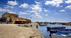 Sicilia. Marzamemi, con le casette dei pescatori sviluppate attorno al porto, è un angolo di Sicilia fuori dal tempo e dal turismo di massa.