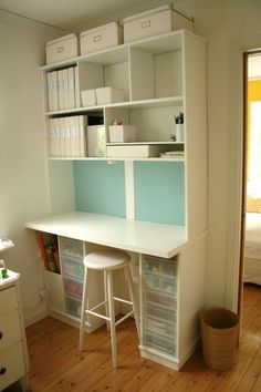 I would love a desk like this! Maybe a little bigger but it soooo pretty!