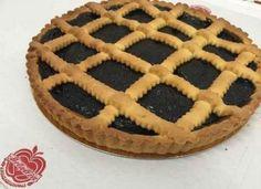Il #dolce #classico per antonomasia è senza dubbio la #crostata di #confettura! La crostata infatti è un  dolce gustoso di pasta frolla e #marmellata che vi proponiamo nei gusti di visciole, fragole, pesca, ciliegia, more, albicocca, pistacchio, frutti di bosco e crema di nocciole.