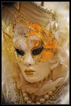 Venice carnival 2011 - White lady