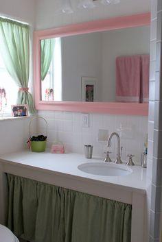 Mirror for girls bathroom. Eclectic Bathroom, Bathroom Interior Design, Interior Decorating, Decorating Tips, Painting Bathroom Tiles, Bathroom Colors, Bathroom Ideas, Small Bathroom, Style Boudoir