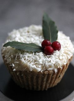 Raw pumpkin spice & lingonberry cupcake by flickan & kakorna, via Flickr