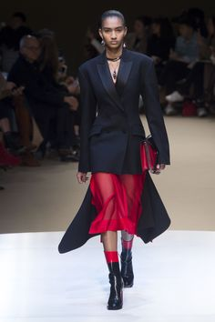 Alexander McQueen Fall 2018 Ready-to-Wear Collection - Vogue