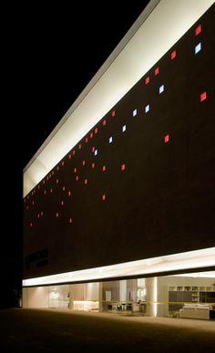 Les 32 meilleures images du tableau moucharabieh sur pinterest architecture design balcony et for Laser eclairage facade